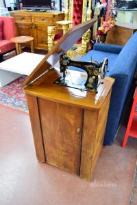 Sewing Machine To Pedale Singer Model F8425186 Vintege