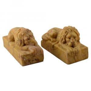 Coppia di leoni fermacarte in marmo Giallo Crema Valencia scolpito a mano