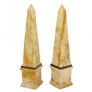 Coppia di obelischi decorativi in marmo Bianco Carrara scolpito a mano