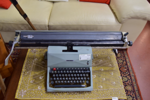 Macchina Da Scrivere Olivetti 82