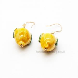 Orecchini con limoni gialli in ceramica di Caltagirone - Gioielli Siciliani
