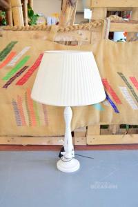 Lampada Da Tavolo In Legno Bianco Con Paralume Bianco Altezza 68 Cm