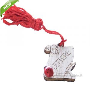 Magnete Pergamena Lettere con nappina Rossa e coccinella in legno 3.5 cm - Bomboniera laurea