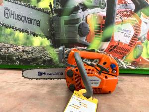 Motosega Husqvarna Professionale da potatura T525 27cc 1,1 kw- barra cuscinetto 25 cm