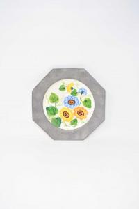 Piatto In Ceramica Con Bordo In Peltro Raffigurante Fiori Diametro 23 Cm Modello 1
