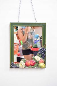 Specchio In Resina Verde Raffigurante Frutta E Fiori Dimensione 50 X 40 Cm
