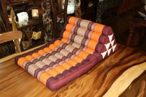 Cuscino triangolo con 1 ripiano in cotone thai (TRIANGLE STANDARD 1 FOLD)