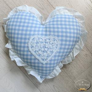 Cuscino cuore con pizzo e volant quadretti azzurri