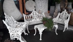 Salotto antico in ferro pieno white Rajasthan (composto da divanetto 2 posti, 2 poltrone e tavolino)