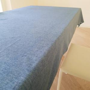 Tovaglia antimacchia effetto lino blu 140 x 240