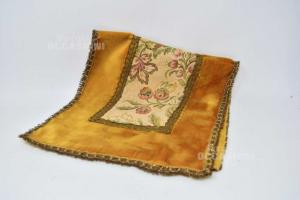 Doily Vintage In Velvet Ocher And Center Floral 67x30 Cm