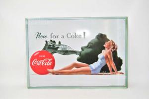 Targa Coca Cola Now For A Coke Dimensione 45 X 32 Cm