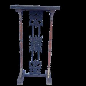 Console piccola in legno di teak recuperata con inferriata in ferro proveniente da un balcone indiano
