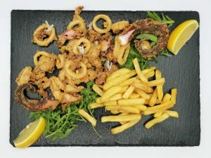 Frittura di pesce con chips 13€
