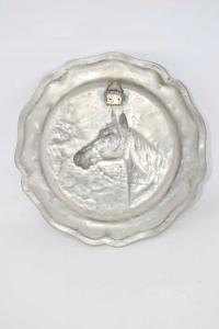 Piatto In Peltro Con Raffigurato Un Cavallo Diametro 23 Cm