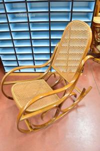 Sedia A Dondolo In Legno Con Seduta In Vimini Intrecciata