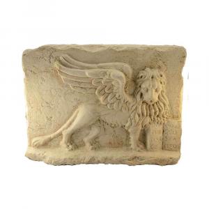 Bassorilievo Leone di San Marco in marmo Biancone Asiago scolpito a mano