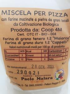 Miscela per Pizza con farine bio macinate a pietra da grani locali , farina di grano tenero t2