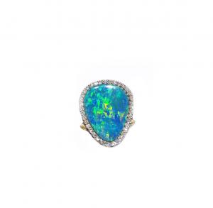 Anello con Opale Australiano