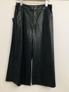 pantalone donna  in ecopelle  nero  con 4 tasche  taglio svasato  cropped  made in Italy